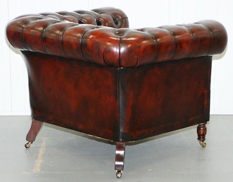 Restaurierter Bordeaux Leder Chesterfield Clubsessel And Sofa Auf