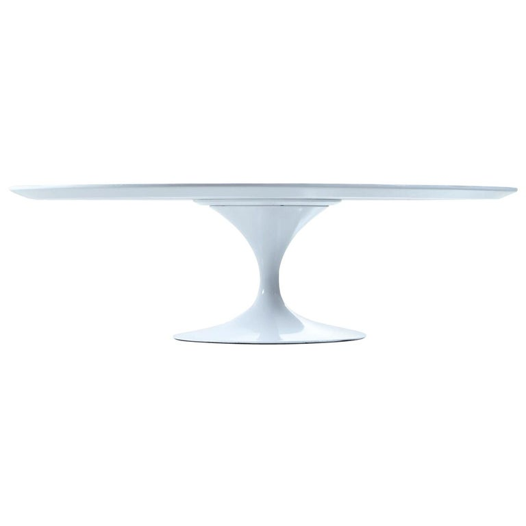 Masterfully restored Mid-Century Modern Eero Saarinen pedestal coffee table for Knoll. Early vintage with Knoll stamped into the underside of the metal base. This coffee table has been brought back to its original splendor with a new professionally