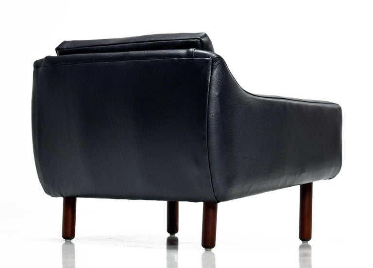 Restored Midcentury Svend Skipper Style Black Leather Low-Back Lounge Chair In Excellent Condition For Sale In Saint Petersburg, FL