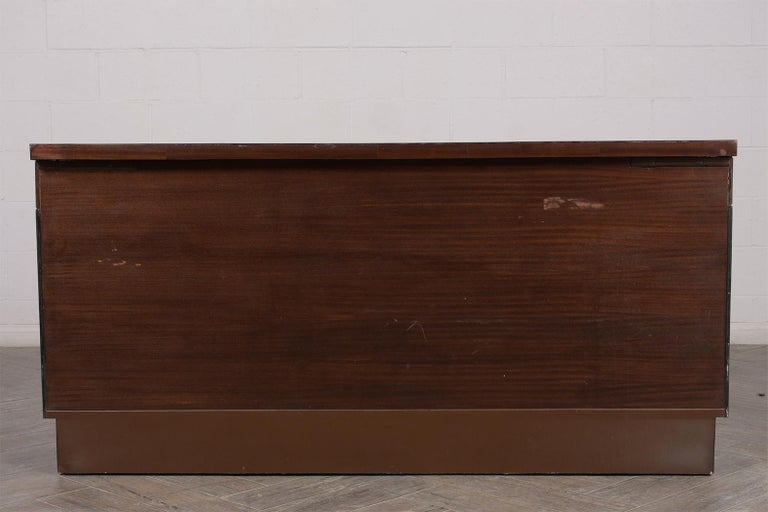 Italian Mid-Century Modern Lacquered Credenza For Sale 3
