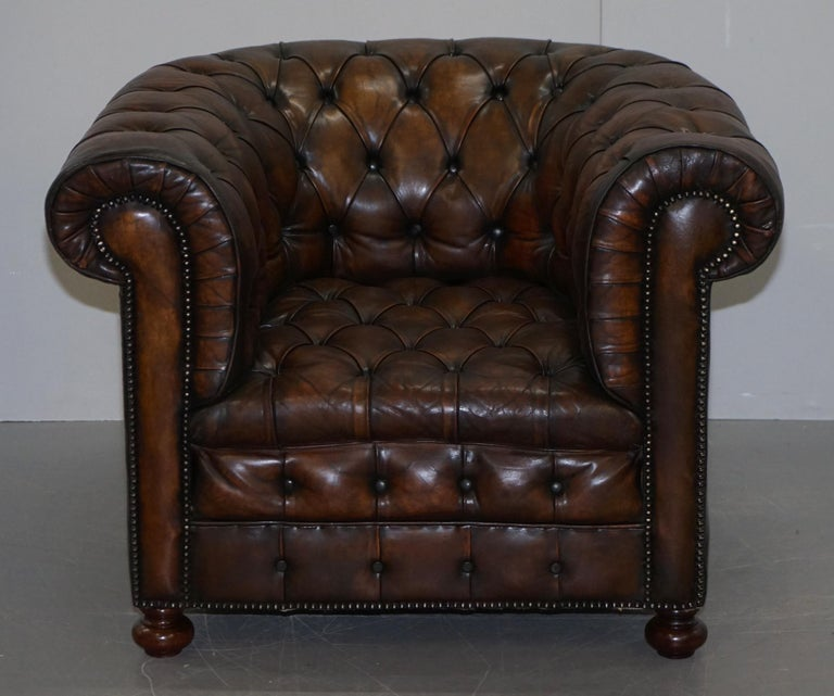 Restored Pair of circa 1900 Hand Dyed Cigar Brown Leather Chesterfield Armchairs For Sale 7