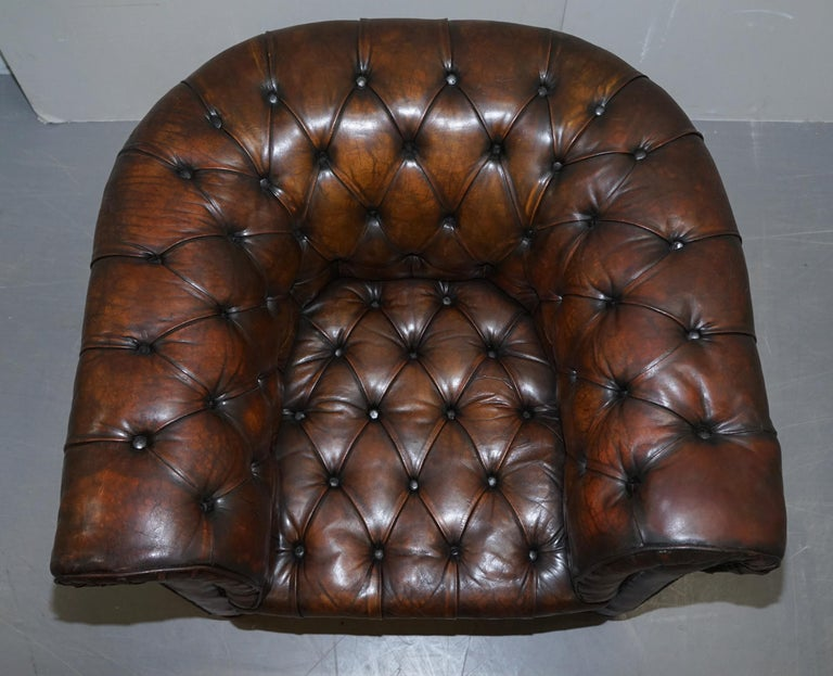 Restored Pair of circa 1900 Hand Dyed Cigar Brown Leather Chesterfield Armchairs For Sale 9