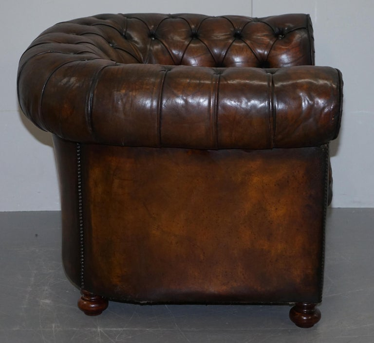 Restored Pair of circa 1900 Hand Dyed Cigar Brown Leather Chesterfield Armchairs For Sale 11