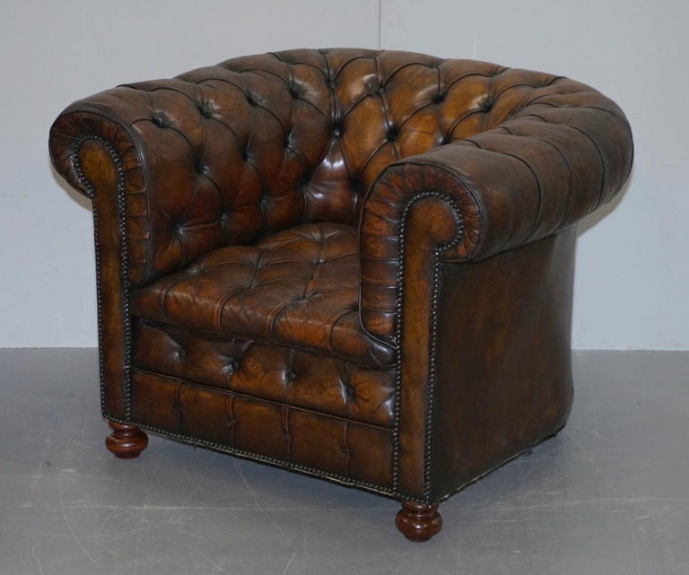 We are delighted to offer for sale this lovely original pair of circa 1900s fully restored hand dyed cigar brown leather Chesterfield fully buttoned club armchairs  A good looking and iconic pair of English club armchairs. Known the world over as
