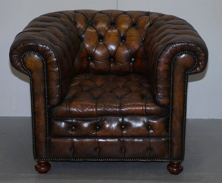 Victorian Restored Pair of circa 1900 Hand Dyed Cigar Brown Leather Chesterfield Armchairs For Sale