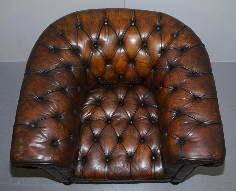 English Restored Pair of circa 1900 Hand Dyed Cigar Brown Leather Chesterfield Armchairs For Sale