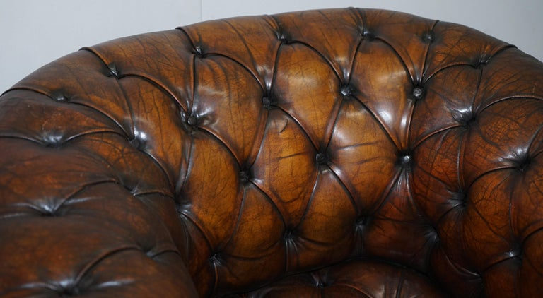 Restored Pair of circa 1900 Hand Dyed Cigar Brown Leather Chesterfield Armchairs In Good Condition For Sale In London, GB