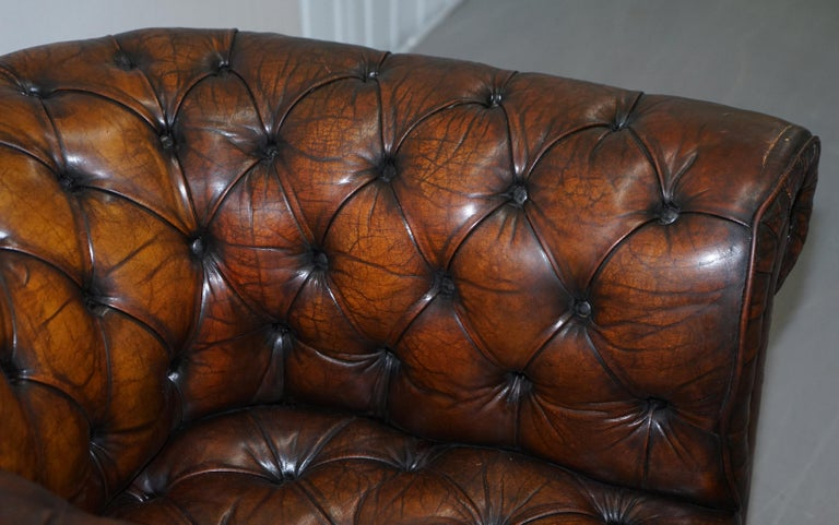 Early 20th Century Restored Pair of circa 1900 Hand Dyed Cigar Brown Leather Chesterfield Armchairs For Sale