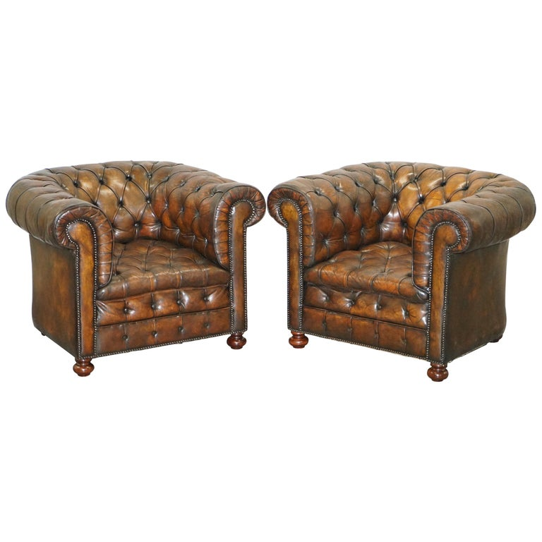 Restored Pair of circa 1900 Hand Dyed Cigar Brown Leather Chesterfield Armchairs For Sale
