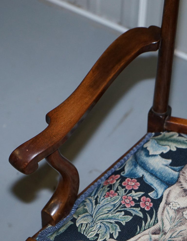 Restored Suite of William Morris Richard Norman Shaw Tabard Bench & Armchairs In Good Condition For Sale In London, GB