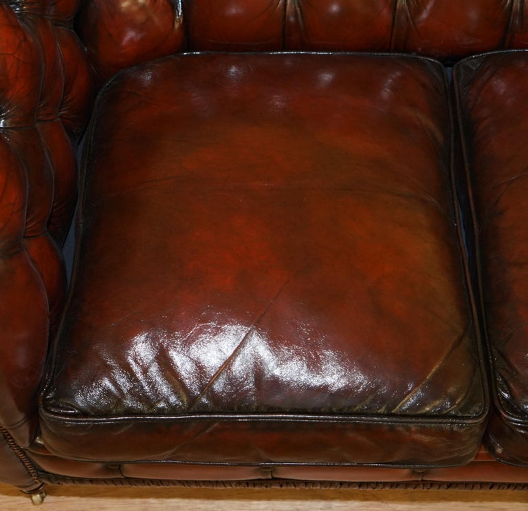 Restored Vintage Oxblood Bordeaux Leather Chesterfield Club Sofa on Turned Legs In Good Condition For Sale In London, GB