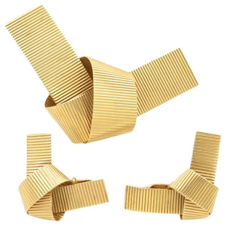 Retro 14 Karat Gold Ribbed Bow Brooch and Clip-On Earring Set For Sale