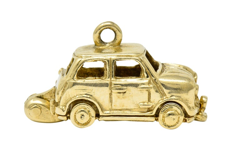 Retro 14 Karat Yellow Gold Articulated Car Charm, circa 1940 In Excellent Condition For Sale In Philadelphia, PA