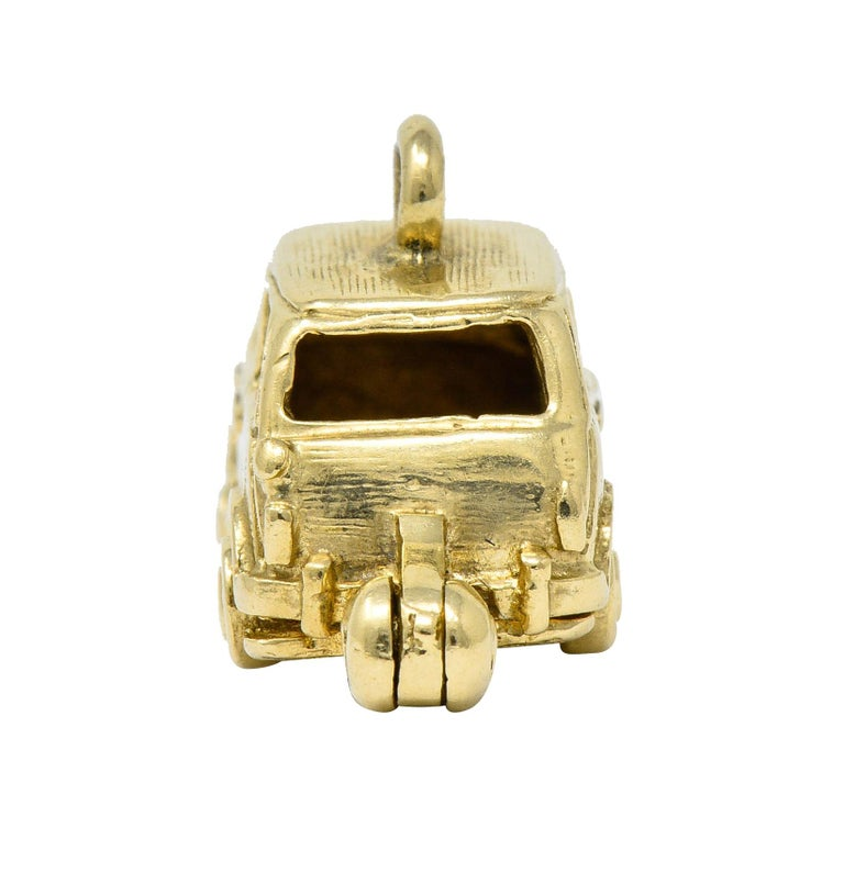 Retro 14 Karat Yellow Gold Articulated Car Charm, circa 1940 For Sale 1