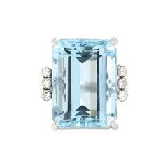 Retro 16.5 Carat Emerald Shape Aquamarine Diamonds Cocktail 18 Karat Gold Ring