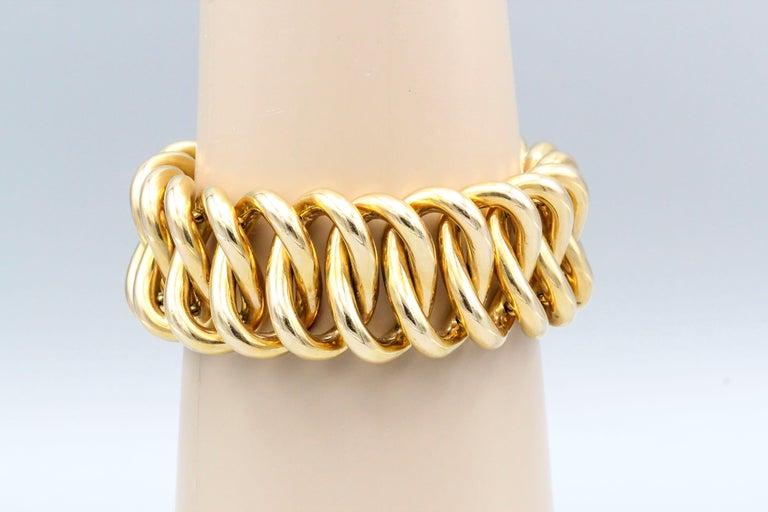 Fine 18K gold oval link bracelet of European origin, circa 1940s. Bracelet is of a particularly large size, measuring over 8
