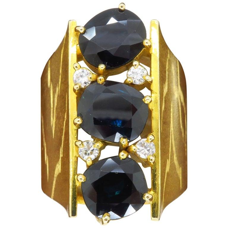 Retro 18 Karat Yellow Gold Blue Sapphire Ring For Sale