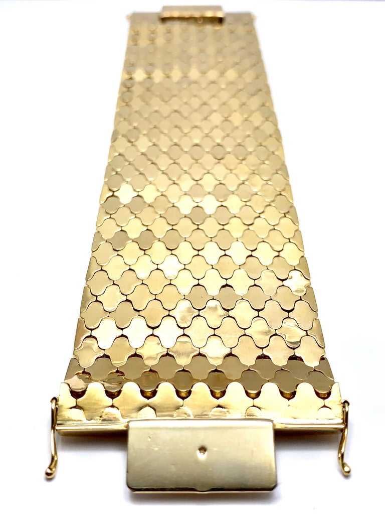 Retro 18 Karat Yellow Gold Wide Link Bracelet In Excellent Condition For Sale In Washington, DC
