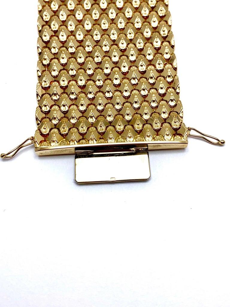 Retro 18 Karat Yellow Gold Wide Link Bracelet For Sale 1
