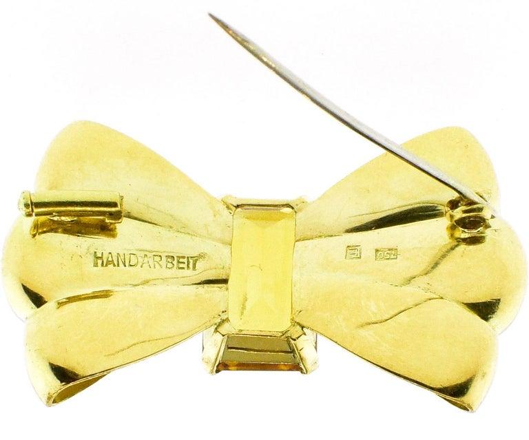 Retro 18 Karat European Bow Motif Brooch, circa 1950 For Sale 1