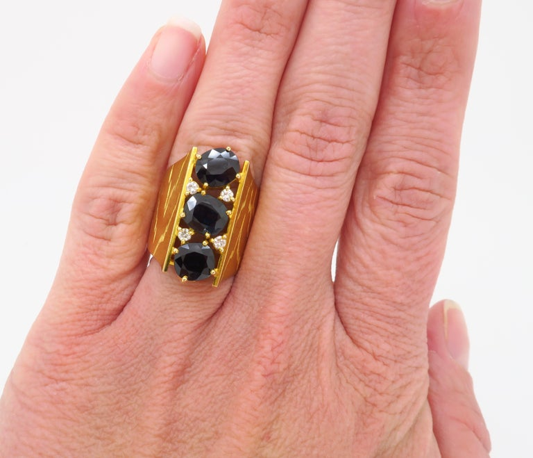 Retro 18 Karat Yellow Gold Blue Sapphire Ring For Sale 7