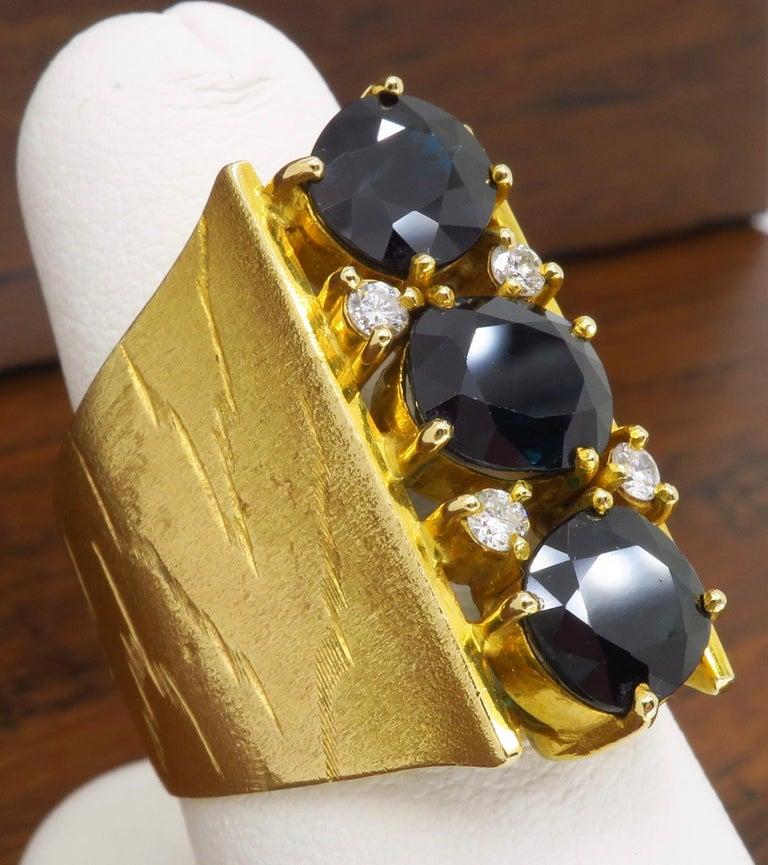 Oval Cut Retro 18 Karat Yellow Gold Blue Sapphire Ring For Sale