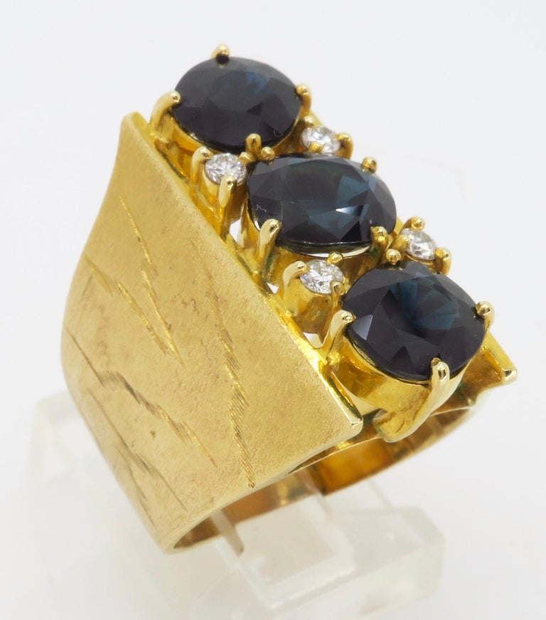 Retro 18 Karat Yellow Gold Blue Sapphire Ring In Excellent Condition For Sale In Webster, NY