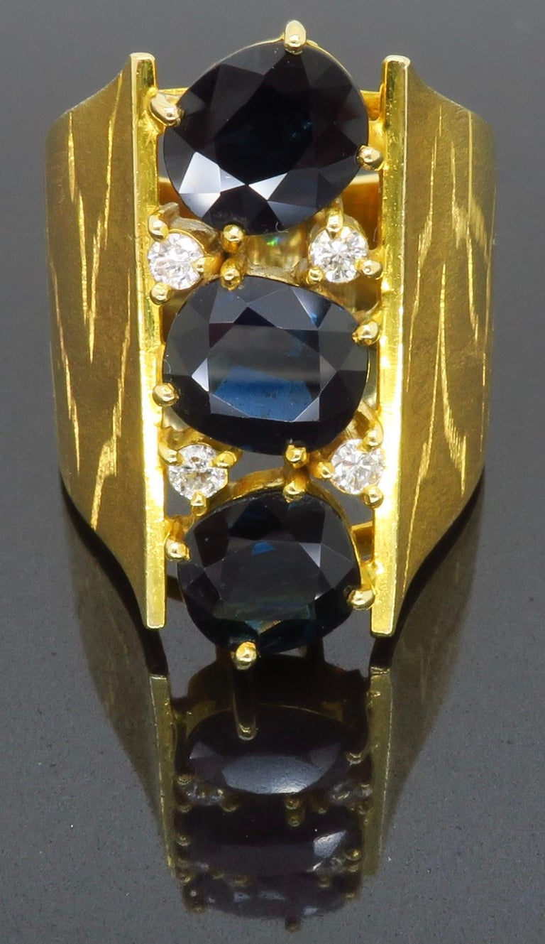 Retro 18 Karat Yellow Gold Blue Sapphire Ring For Sale 2