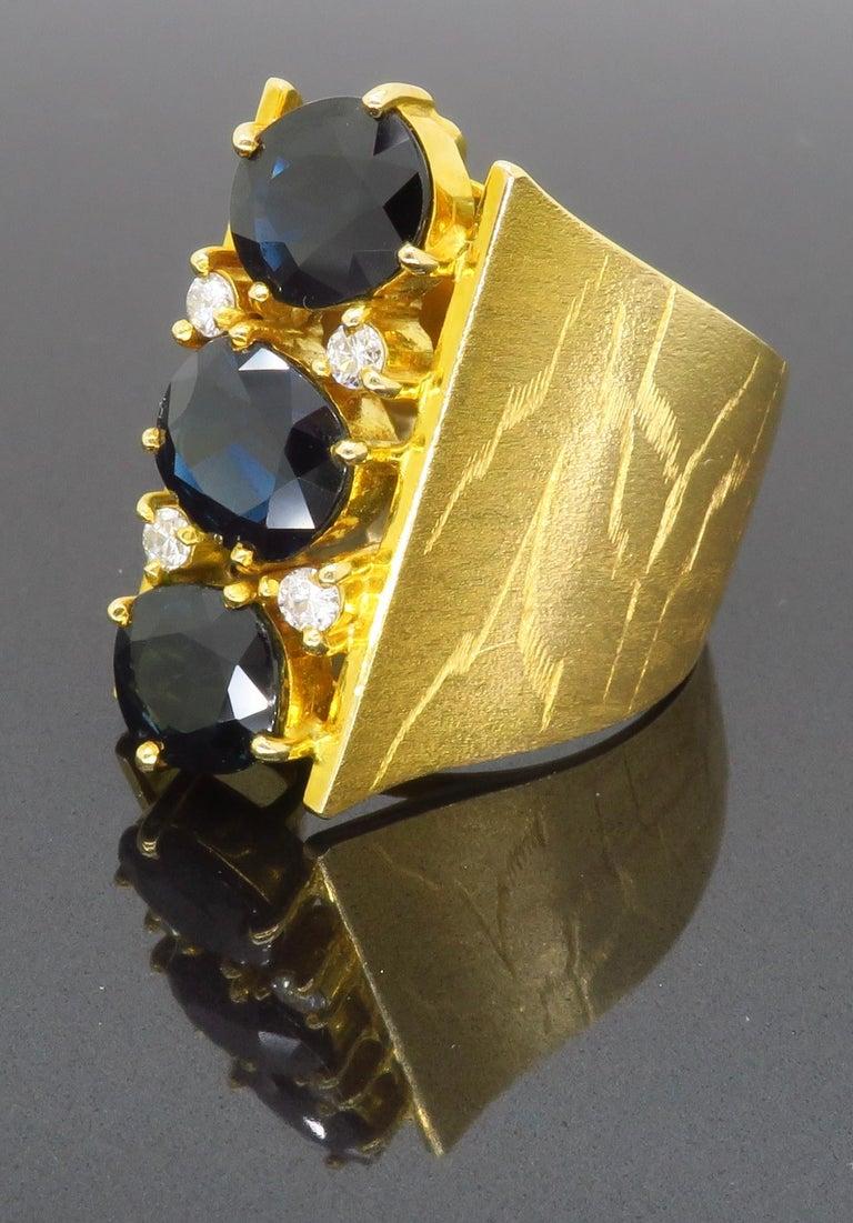Retro 18 Karat Yellow Gold Blue Sapphire Ring For Sale 4