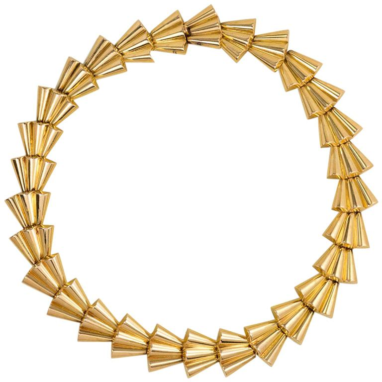 Retro 1940s French Gold Collar Necklace of Tapered Scalloped Links