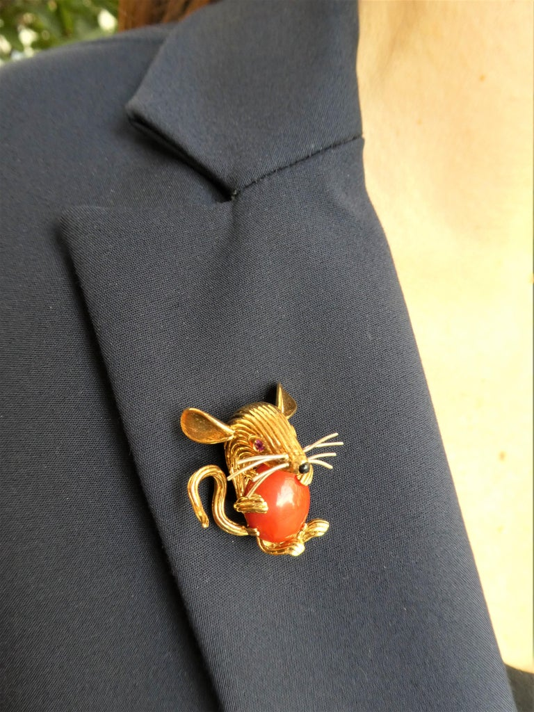 Retro 1950s 18 Karat Yellow Gold Red Coral Ruby Eyes Mouse Brooch For Sale 4