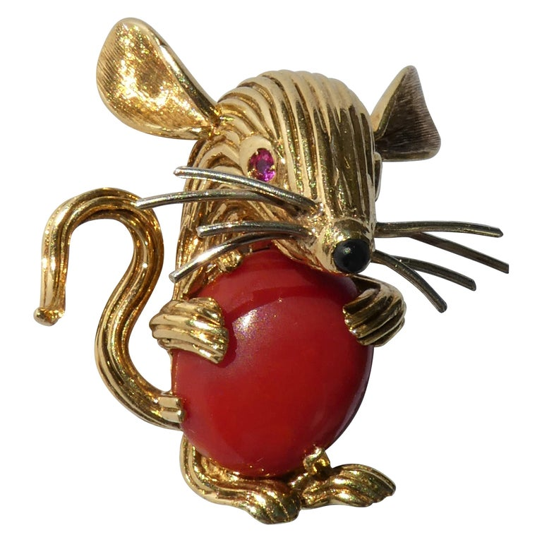 Retro 1950s 18 Karat Yellow Gold Red Coral Ruby Eyes Mouse Brooch For Sale