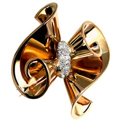 Retro 1950s French Antique Old Diamond in 18 Karat Gold Ribbon Curl Bow Brooch