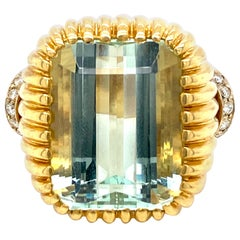 Retro 20 Carat Aquamarine Diamond Gold Ring