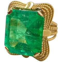 Retro 21.26 Carat Emerald Yellow Gold Cocktail Ring