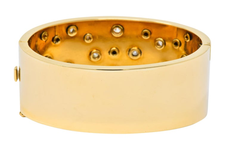 Retro 2.28 Carat Diamond 14 Karat Yellow Gold Bangle 1940s Bracelet In Excellent Condition For Sale In Philadelphia, PA
