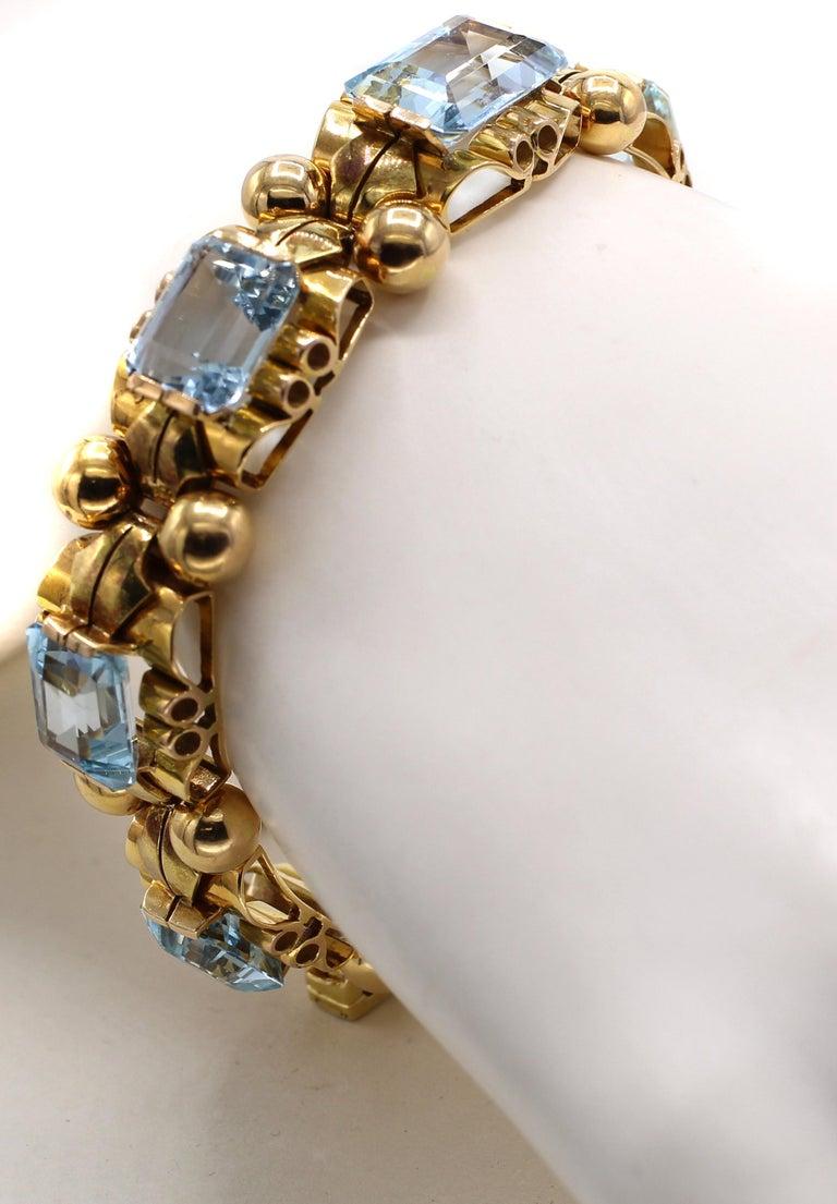 Retro Aquamarine 18 Karat Rose Gold Bracelet In Excellent Condition For Sale In New York, NY