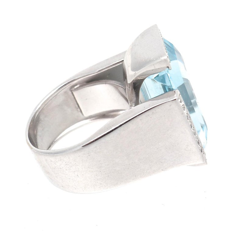Retro Aquamarine Diamond Gold Cocktail Ring In Excellent Condition For Sale In Beverly Hills, CA