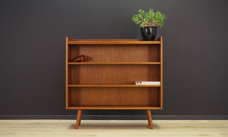 Outstanding bookcase / library from the 1960s-1970s. Scandinavian design, Minimalist form. Surface of the furniture covered with teak veneer. Shelves with adjustable height. Maintained in good condition (minor bruises and scratches), directly for