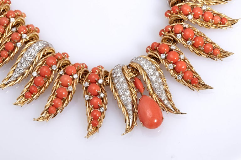 A Retro necklace in 18kt yellow gold with corals and diamonds. Made in France, circa 1950s.