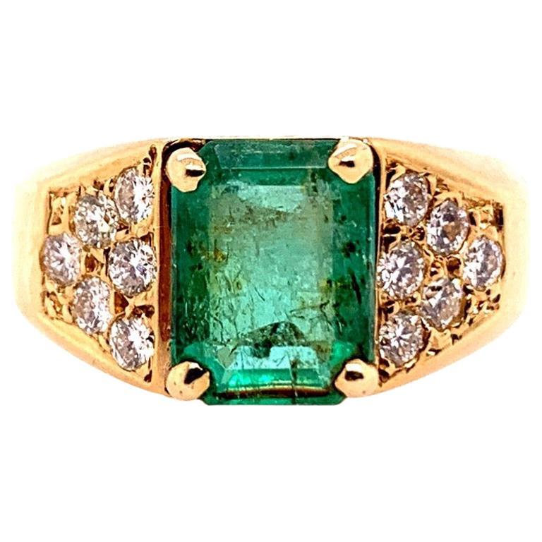 Retro Gold 2.30 Carat Cocktail Ring Natural Emerald Gem and Diamond, circa 1960