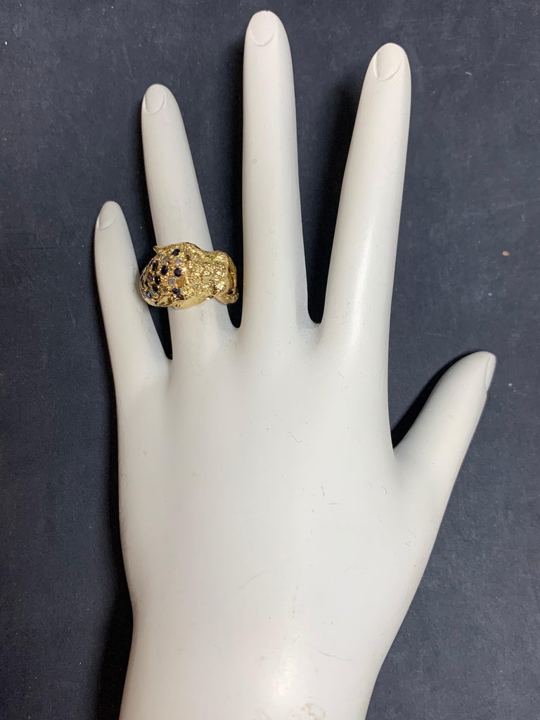 Retro Gold Lion Ring APX .50 Carat Natural Diamond Sapphire Gem Stone circa 1960 In Good Condition For Sale In Los Angeles, CA