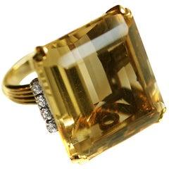 Retro Golden Citrine 18 Karat Yellow Gold Diamond Ring