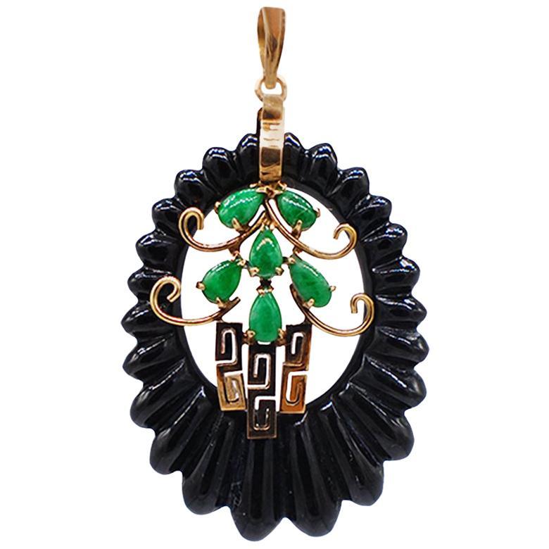Green Jade and Black Onyx Corrugated Pendant Framed 14 Karat Yellow Gold