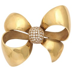 Retro Italian 18 Karat Gold Bow with Diamond Cluster Knot