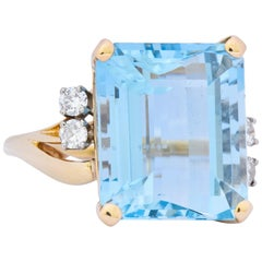 Retro J.E. Caldwell 10.24 Carat Aquamarine Diamond 14 Karat Gold Ring 1950s