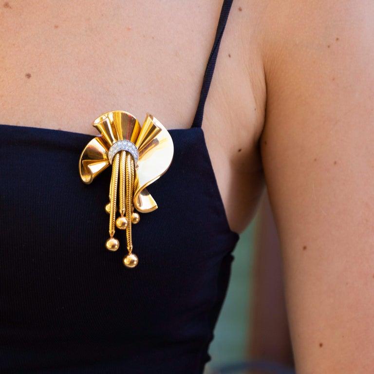 Diamonds = 0.4 carats ( Color: F, Clarity: VS )  14K Yellow Gold Retro Period Jewelry Gift Box Included