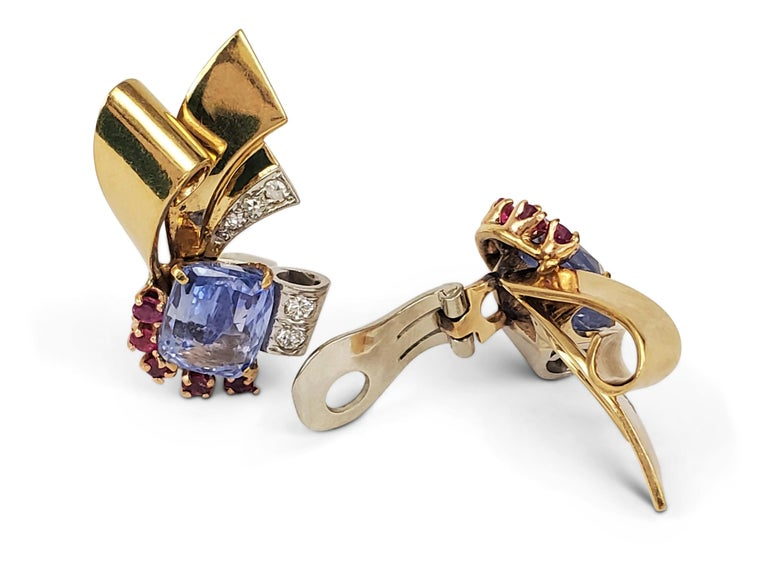 Retro Sapphire and Ruby Scroll Earrings In Excellent Condition For Sale In New York, NY