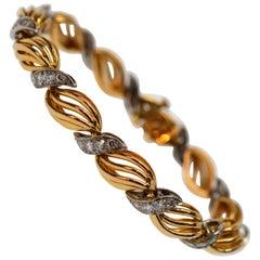 Retro-style 18 Karat Yellow Gold Platinum Diamond Link Bracelet