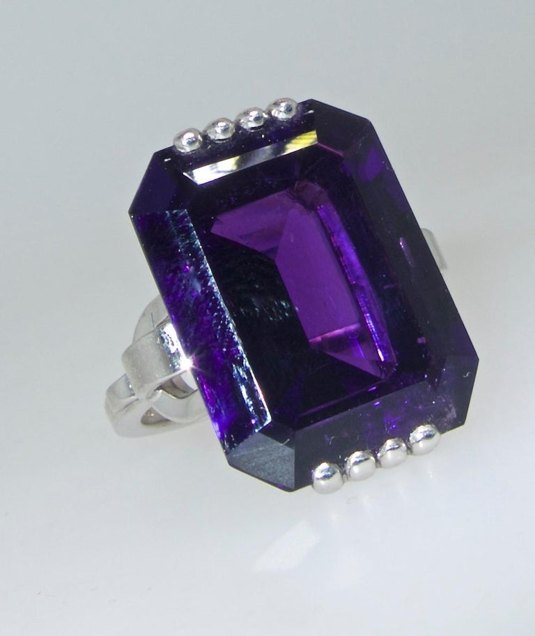 Retro Style Amethyst Platinum Ring, circa 1950 In Excellent Condition For Sale In Aspen, CO